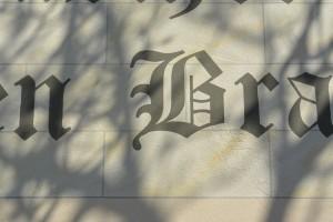 Fassadenbeschriftung nach Eigenkonzept kreative Schablonentechnik Wandgestaltung Torgau, Dresden, Oschatz, Leipzig